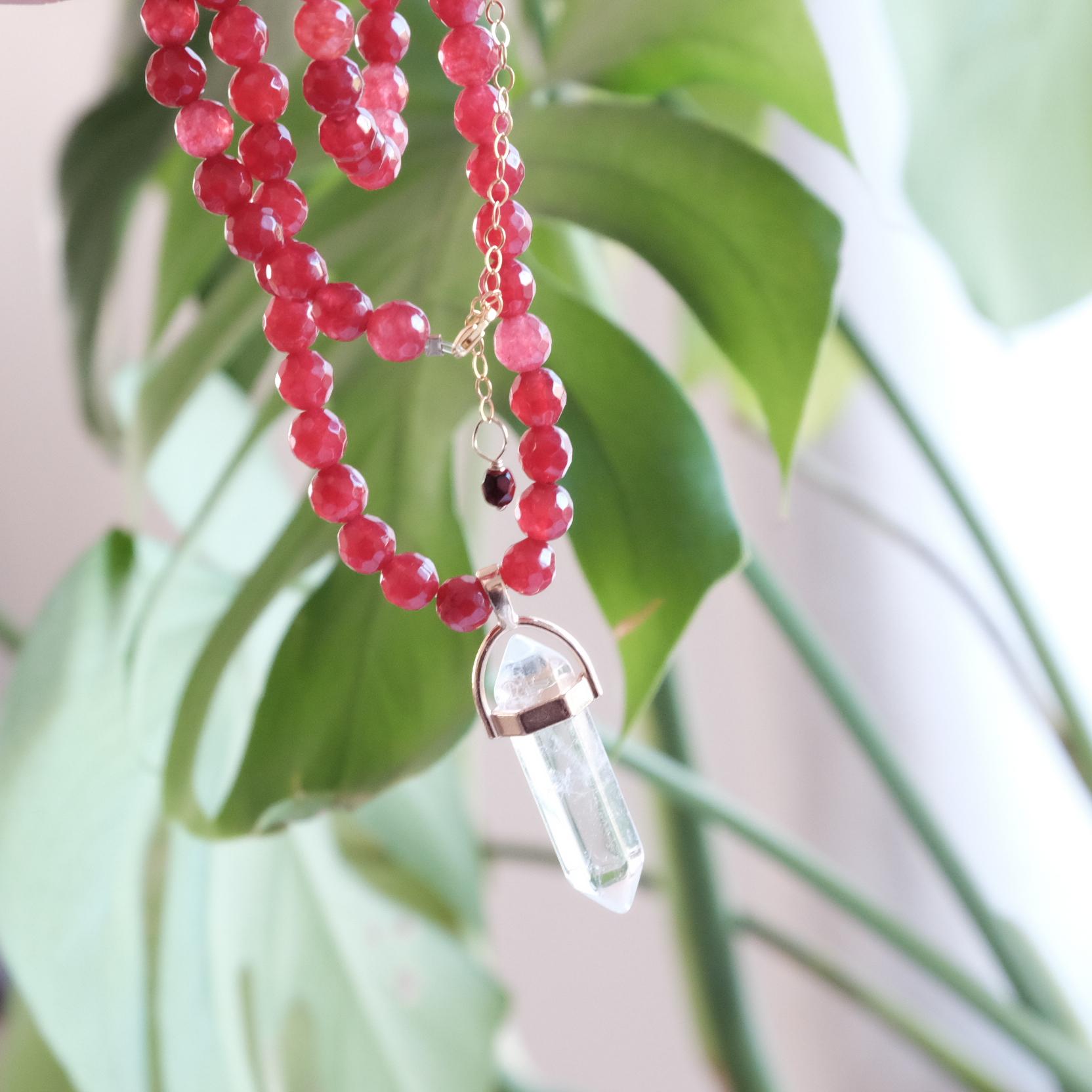 collar amuleto cuarzo y agata granate Stella Sanyer