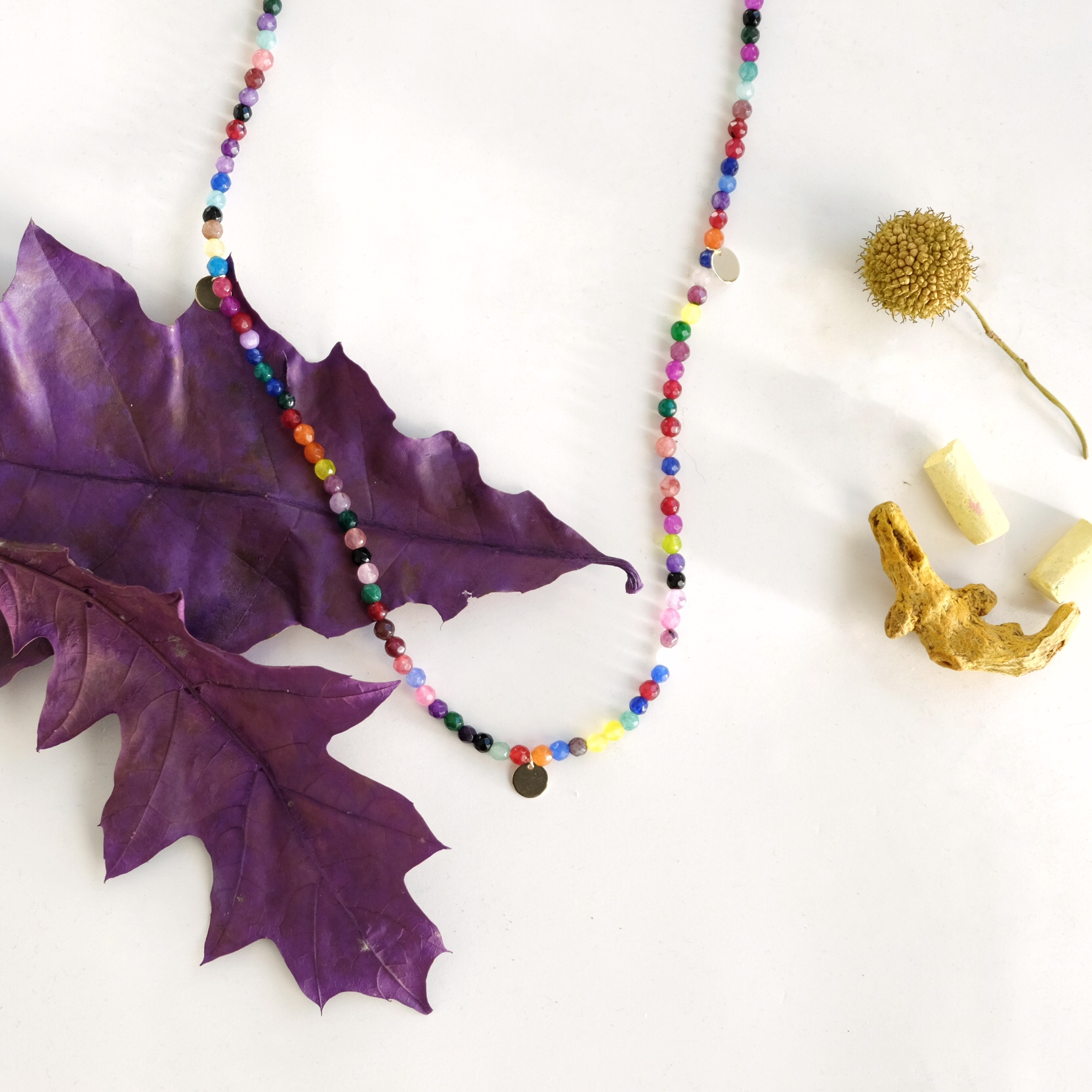 collar ágatas fluo con medallitas Stella Sanyer