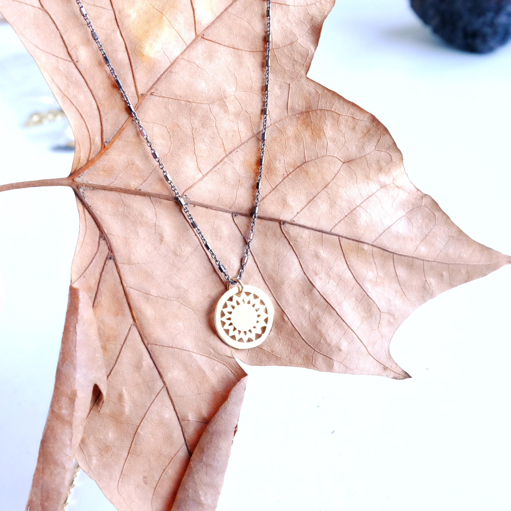 collar Sol cadena plata negra oxidada bolitas