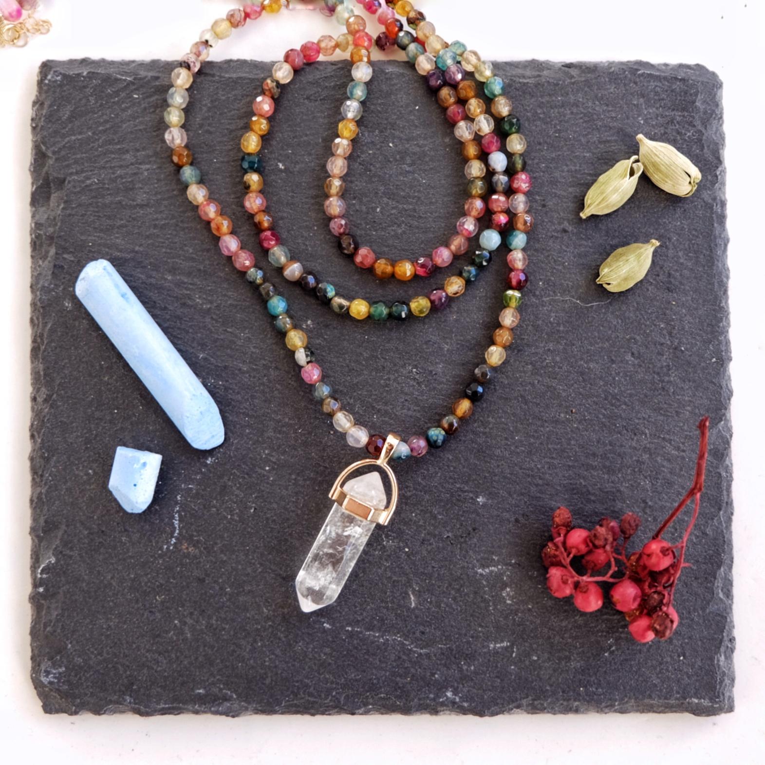 collar amuleto cuarzo y agatas multicolor stella sanyer